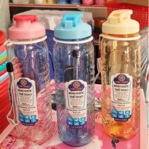 Bình nước nhựa chuyên dụng có nắp